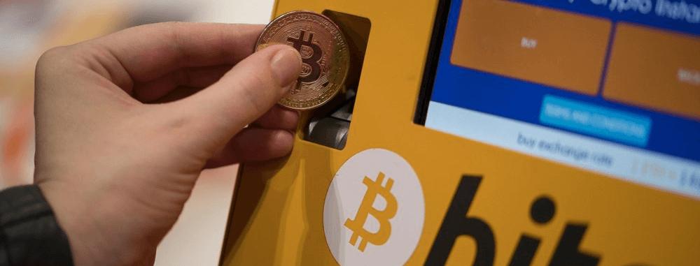 a bitcoin ára leesik